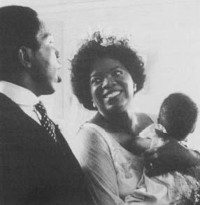 Oprah Winfrey gab 1985 ihr Debüt auf der großen Leinwand in The Color Purple. Reproduziert mit Genehmigung von The Kobal Collection.